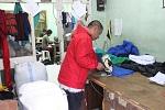 Proses potong kain Pabrik kaos murah